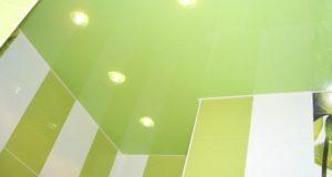 Ремонт потолочного покрытия в ванной комнате