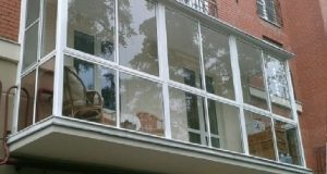 Застекляем балкон.