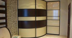 Какой шкаф лучше, встроенный или корпусный