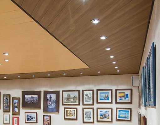 Диагональные вставки на потолке