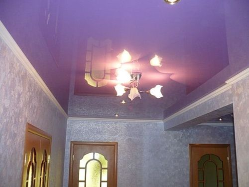 Фиолетовый цвет потолка в разных комнатах, тона цвета