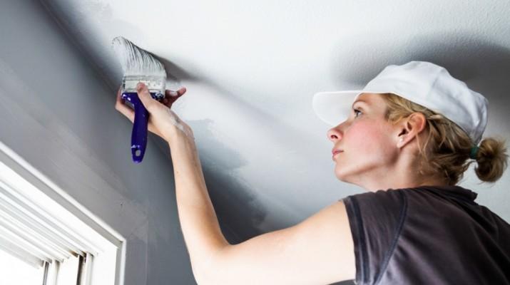 Как покрасить потолок побелкой, рекомендации о специалистов