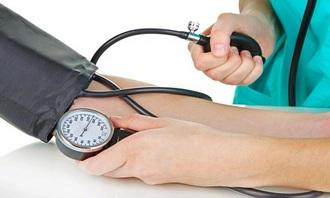 Как правильно измерить давление пожилому человеку