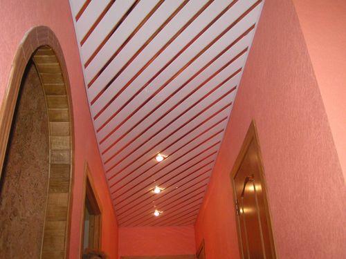 Отделка потолка в деревянном доме, фото всех вариантов