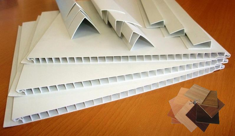 Потолок из пластиковых панелей, какие бывают виды и готовые варианты