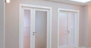 Двери в жилом помещении