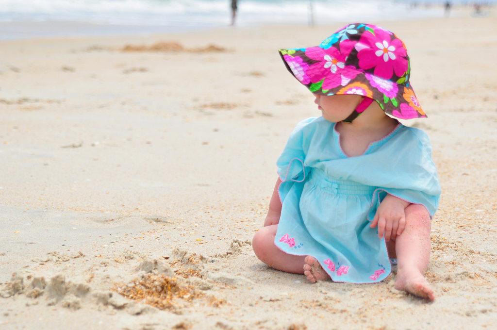 По каким критериям выбирать детскую одежду для пляжного отдыха