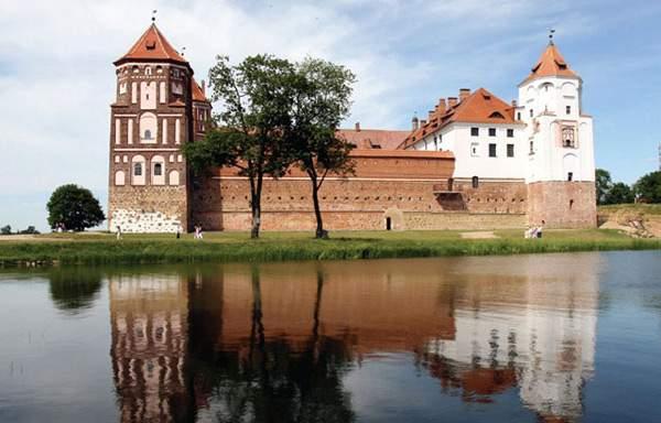 Какой сайт представляет информацию о культуре и архитектуре Беларуси