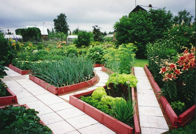 Какими преимуществами отличаются садовые бордюры