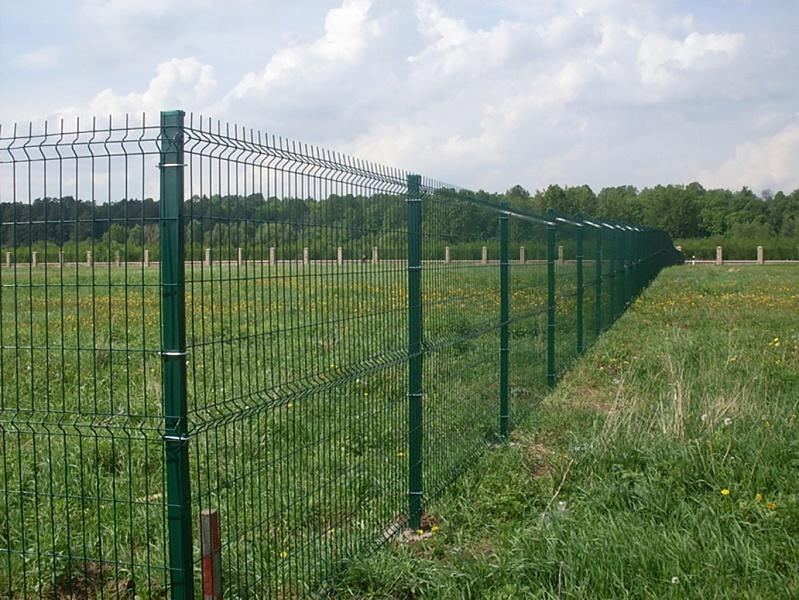 Долговечный забор для любой территории