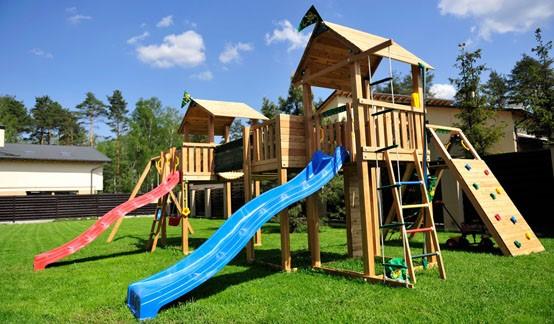 Детская спортивная площадка на даче и ее преимущества