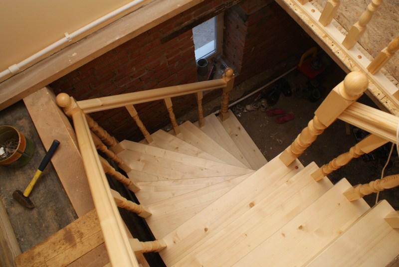 Лестница на второй этаж для дачи