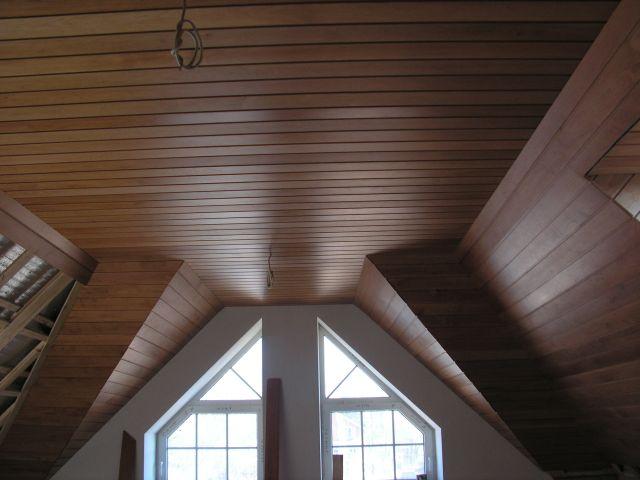 Шпонированные панели для потолка в помещении
