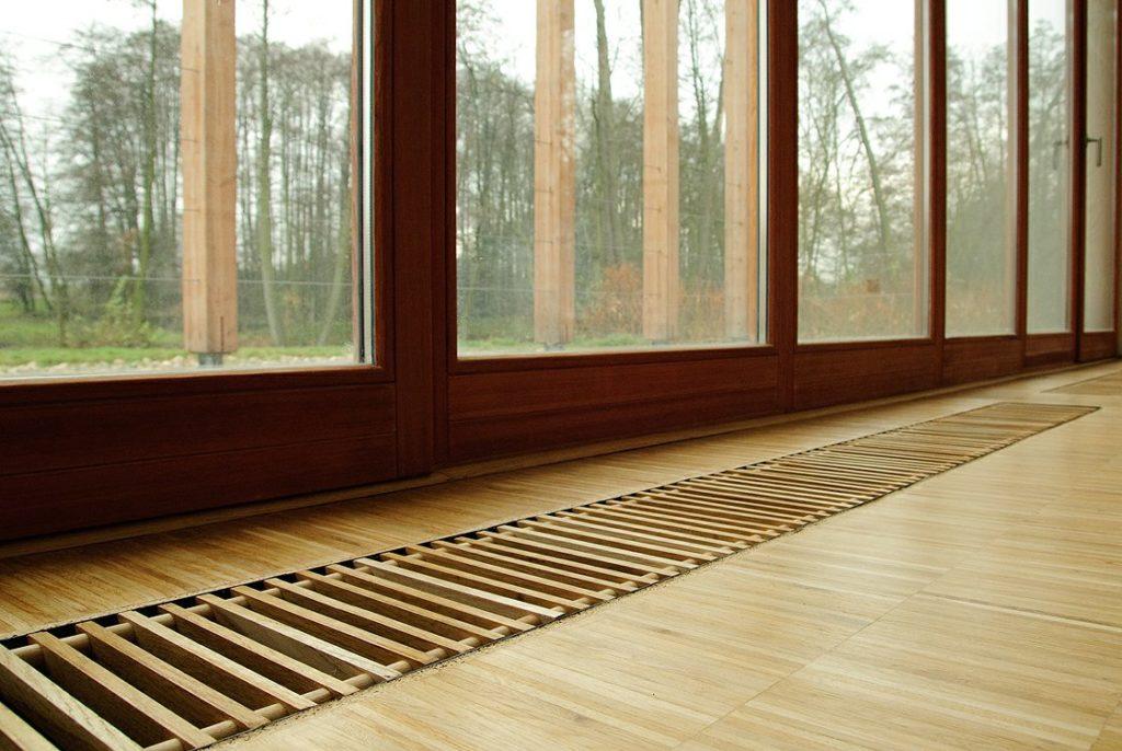 Встраиваемые конвекторы отопления в стильных и теплых помещениях