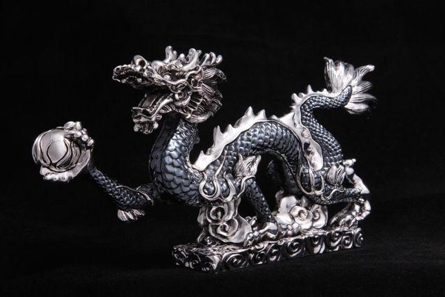 Серебряные фигурки и статуэтки – один из лучших подарков на свадьбу