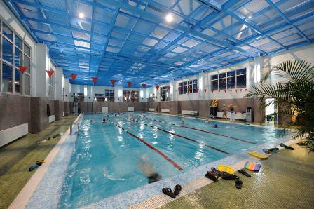 Бассейн в фитнес-клубе SPORTOWN