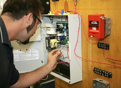 Качество работы пожарной сигнализации зависит от ее обслуживания