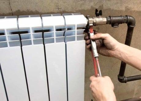 Процедура установки новых биметаллических батарей отопления профессионалами