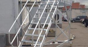 Лестницы строительные передвижные с платформой