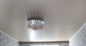 Чем привлекательны натяжные потолки