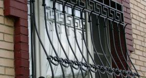 Преимущества кованых решеток на окна